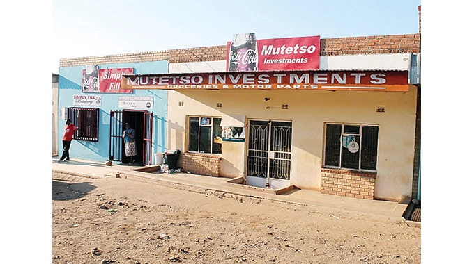 Armed robbers get away with fortune
