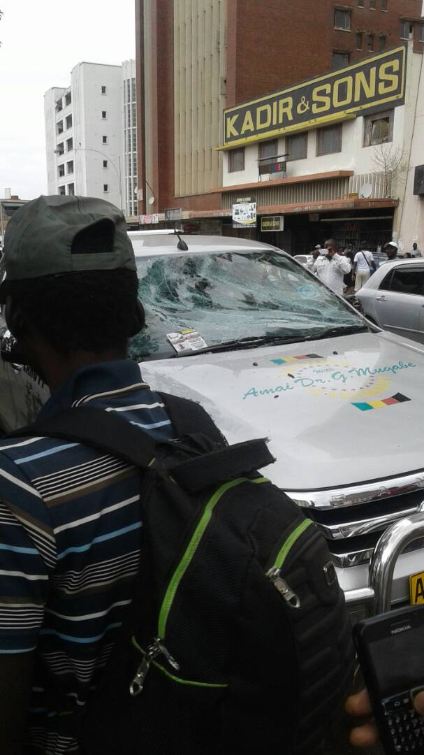 PICTURES :CHAOS IN HARARE CBD AS TAJAMUKA STONE ZANU PF CARS