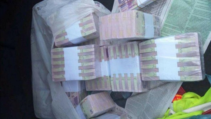 BOND NOTES :DEALERS COUNTING LOSSES