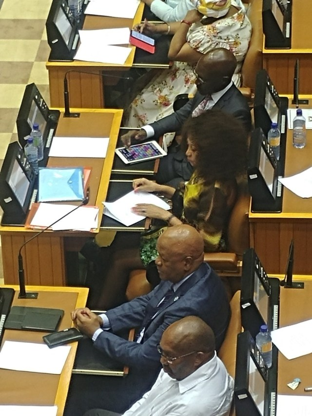 SOUTH AFRICAN MINISTER CAUGHT PLAYING 'Candy Crush' IN PARLY