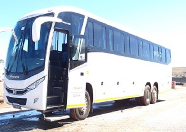 ARMED ROBBERS POUNCE ON ZIM-JOBURG BUS