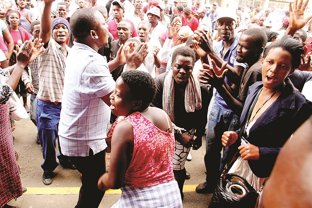 ZANU PF Vs MDC-T VIOLENCE CLASHES LOOMS IN UPCOMING ELECTIONS