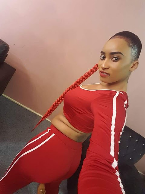 PICTURES : BEV SHOWING OFF HER CURVES