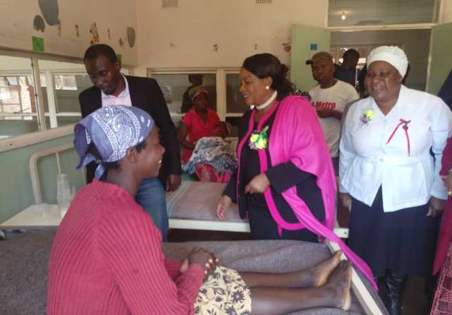 PICTURES : FIRST LADY VISITS MT SELINDA HOSPITAL
