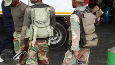 Photo of ZIMBABWE ARMY TAKES OVER POLICING AT BEITBRIDGE BORDER POST