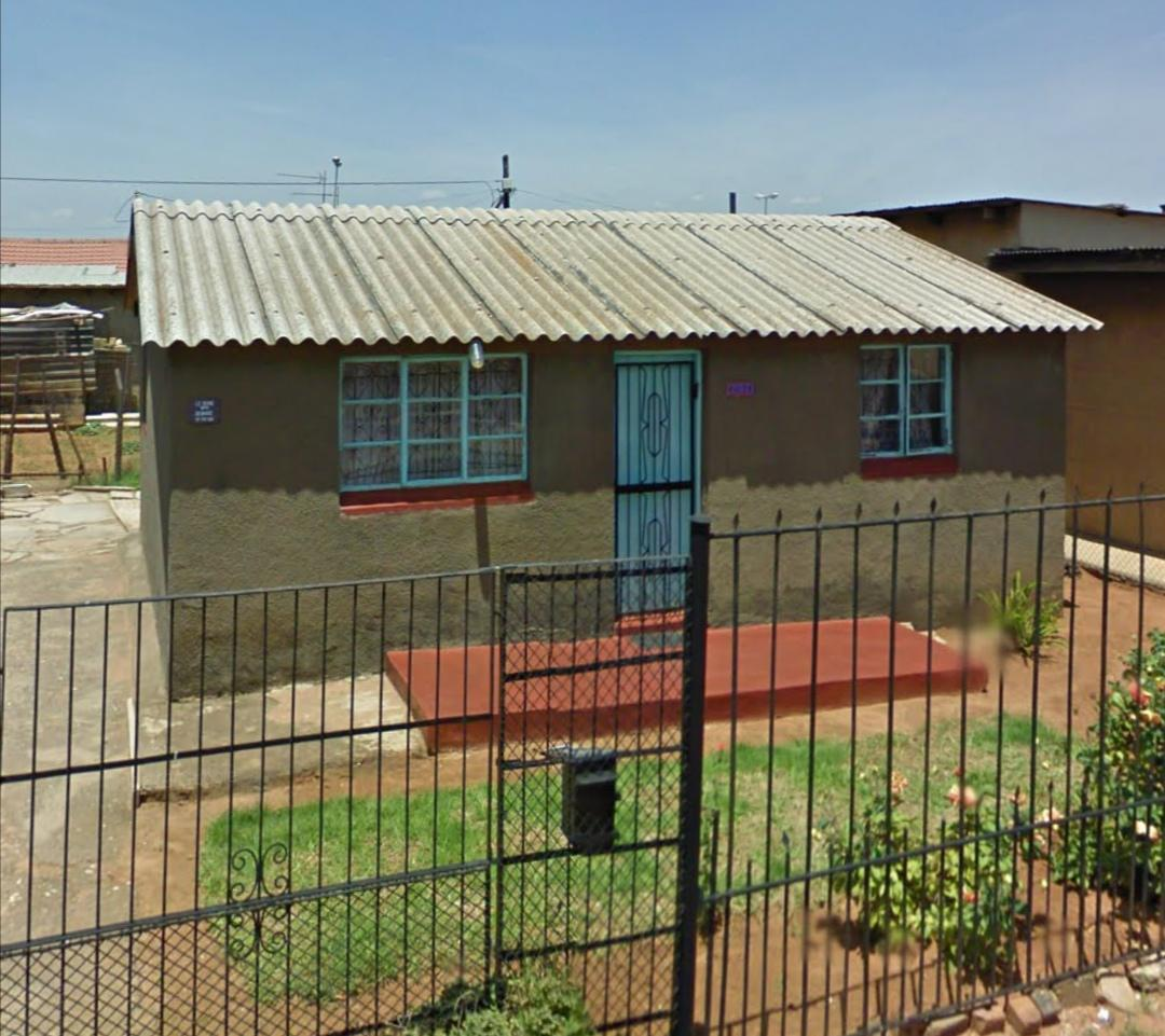Man transforms 4-room Soweto house into a stunning huge mansion