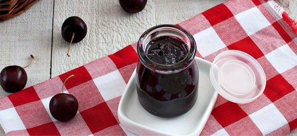 Vysniu-uogiene Uogienė - vyšnios šokolade