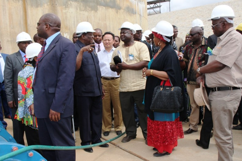 Ministera and government officials touring Mtshabezi Pipeline works (3)