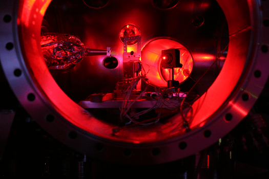 Caption of the Linac Coherent Light Source SXR experimental chamber, which was used to heat a solid material at 2 million degrees Fahrenheit, and turn it into hot, dense matter. (c) University of Oxford/Sam Vinko
