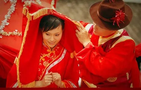 A traditional Chinese wedding. Image: Wikimedia