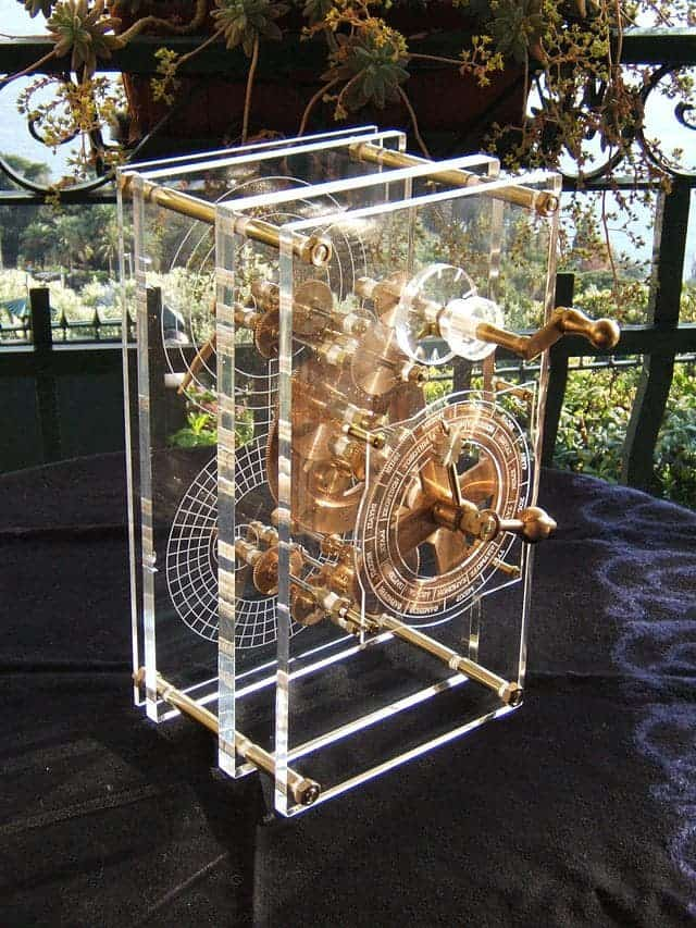 Antikythera mechanism, unexplained artifacts