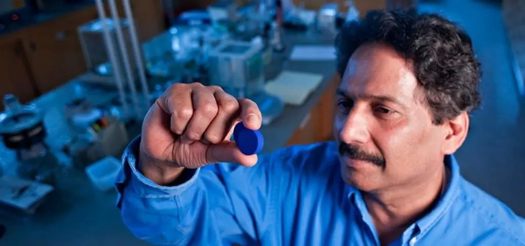 Mas Subramanian holding the pigment he discovered. Credit: Oregon State University
