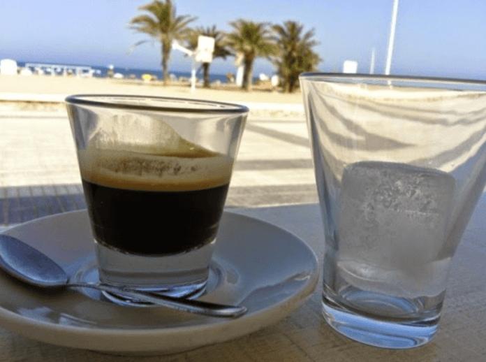 Cafe con hielo kawa po katalońsku