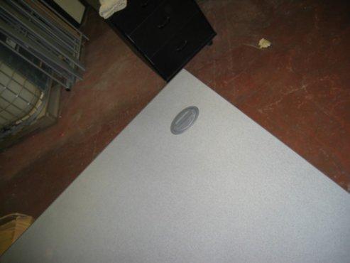 meubelen  Computertafeltje met klepje voor kabeltjes