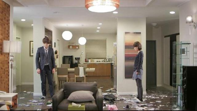 Oh Chang Min Oh Jin Hee look at the mess