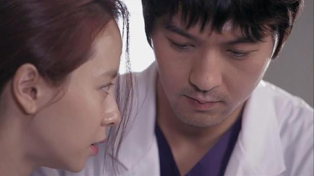 Gook Chun Soo and Oh Jin Hee doing CPR