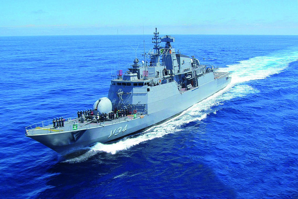 "Corbeta ""Barroso"" de la Armada de Brasil inicia su viaje hacia África"