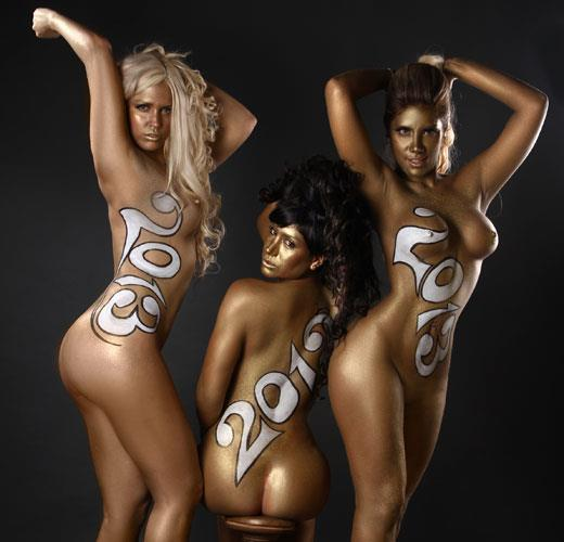 Las mujeres de negro desnudas para el 2013 (3)