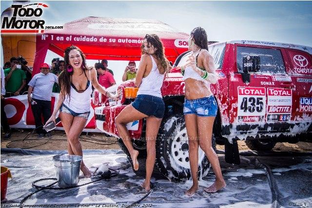 Las vengadoras mojadas en un sexy Car Wash (5)