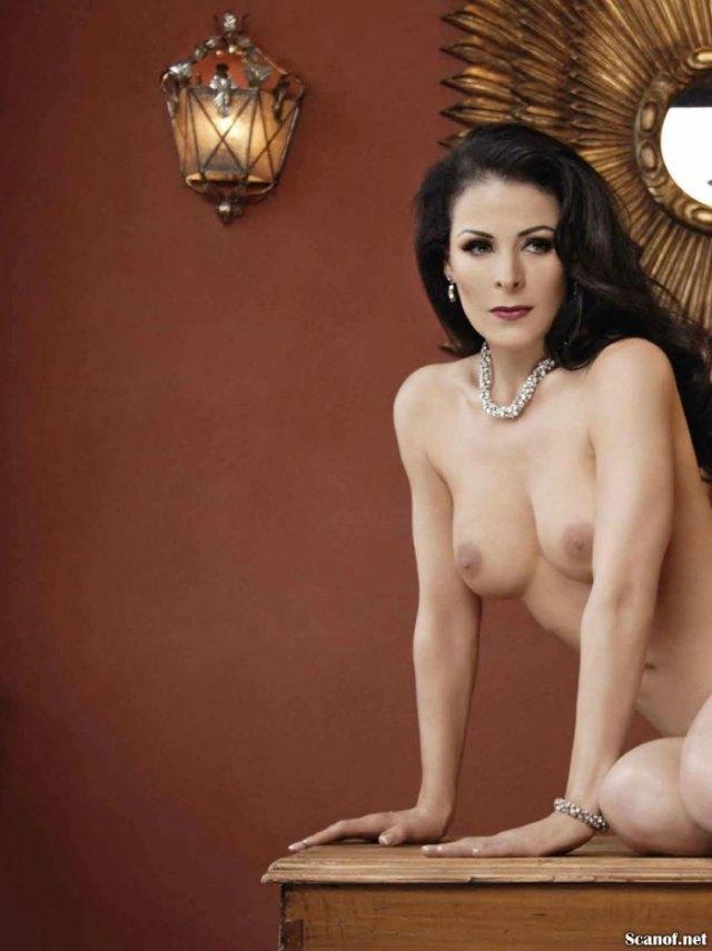 Lourdes-Munguia-Playboy-Julio-2013-9