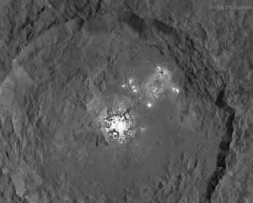 Las manchas brillantes del cráter Occator en Ceres