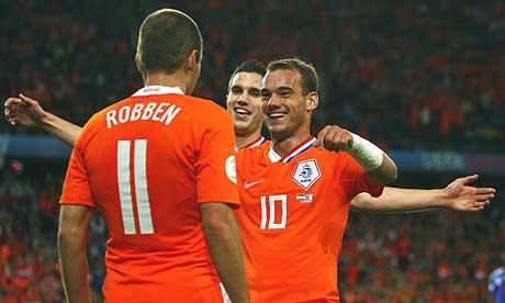 https://i0.wp.com/www.zonalmarking.net/wp-content/uploads/2010/03/sneijder_robben_van_persia.jpg
