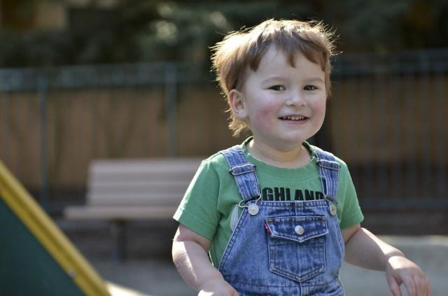 Comportamentos de autismo devem ser observados desde os primeiros meses de vida