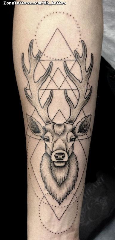 Tatuaje De Ciervos Geométricos Puntillismo