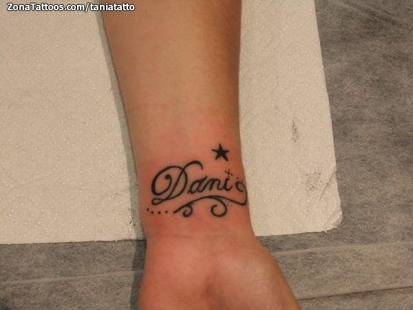 Tatuaje De Nombres Muñeca
