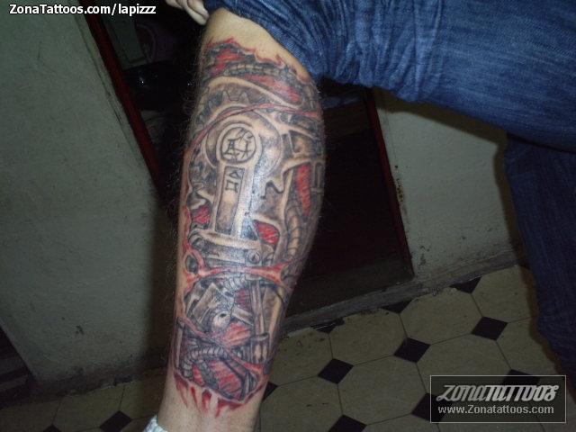 Tatuaje De Biomecánicos Pierna