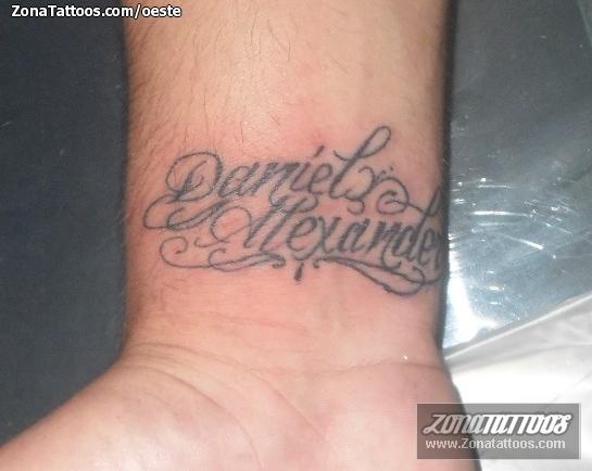 Tatuaje De Nombres Letras Muñeca