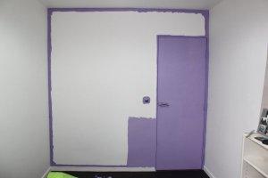 Peindre les grandes surfaces avec le rouleau en étirant bien la peinture