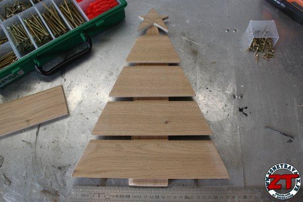 fabriquer un sapin de noel en bois zonetravaux. Black Bedroom Furniture Sets. Home Design Ideas