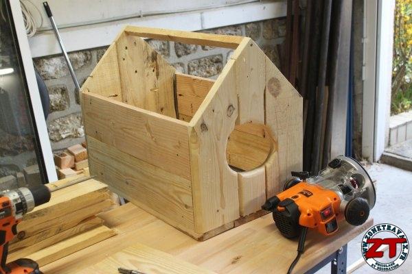 tuto construire une cabane pour chat. Black Bedroom Furniture Sets. Home Design Ideas