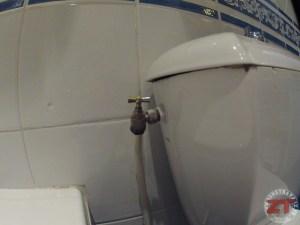 r parer des toilettes qui fuient pour faire des conomies. Black Bedroom Furniture Sets. Home Design Ideas