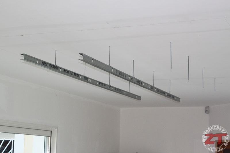 eclairage faux plafond cuisine cheap faux plafond rouge avec clairage with eclairage faux. Black Bedroom Furniture Sets. Home Design Ideas