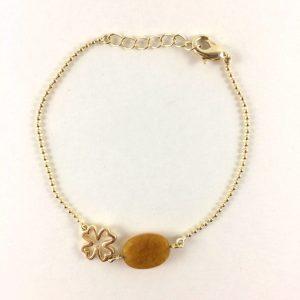 Armband met gele jade en klavertje vier