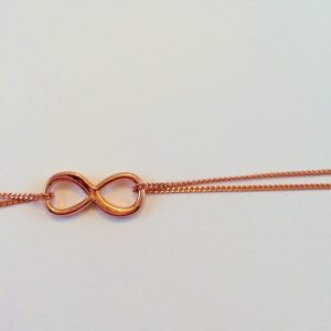 infinity armband detail