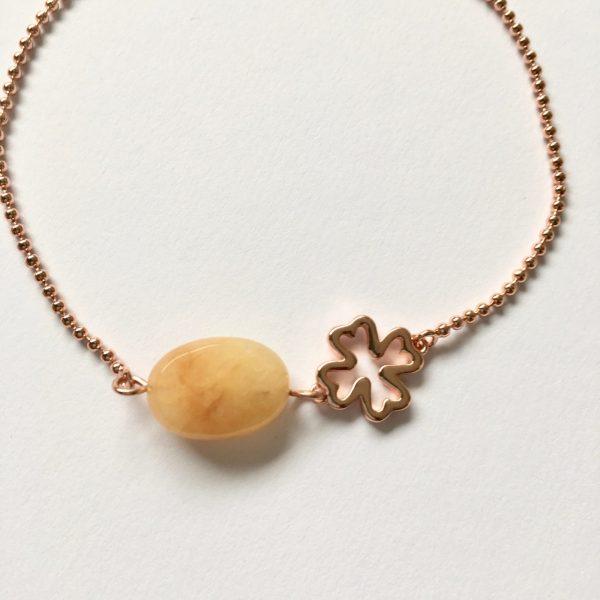 Armband met licht gele jade en klavertje vier rose goud