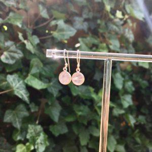 Fijne edelsteen oorbellen rond rozenkwarts 925 zilver zonnig zilver