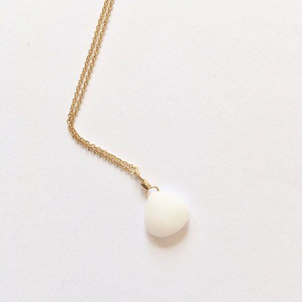Ketting met druppel witte jade goud