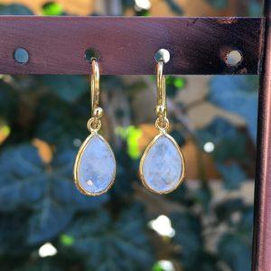 Kleine edelsteen oorbellen Rainbow Moonstone 925 zilver verguld