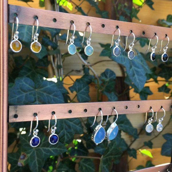 Kleine edelsteen oorbellen rond 925 zilver
