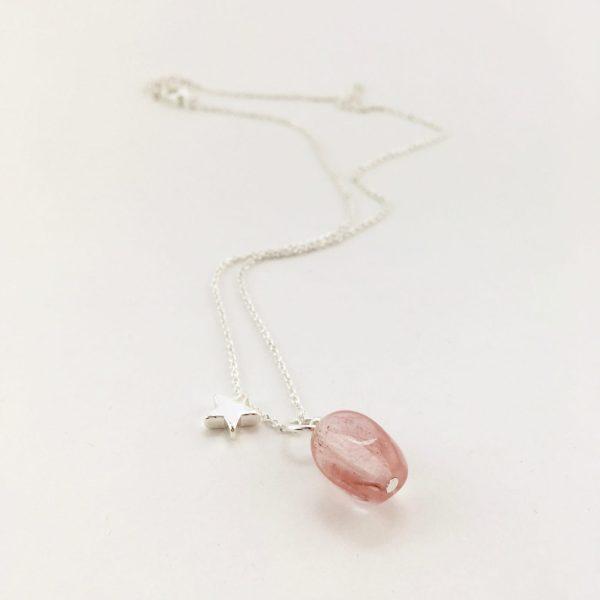 Korte ketting zilver ster cherry quartz ovaal bedel
