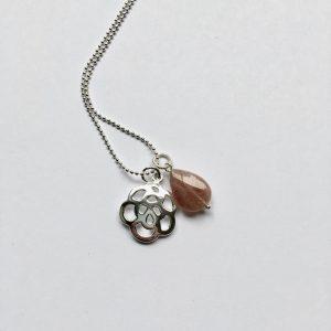 Lange edelsteen ketting lichtbruine natuursteen druppel bloem bedel zilver