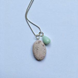 Lange ketting met amazoniet druppel licht paarse natuursteen ovaal zilver