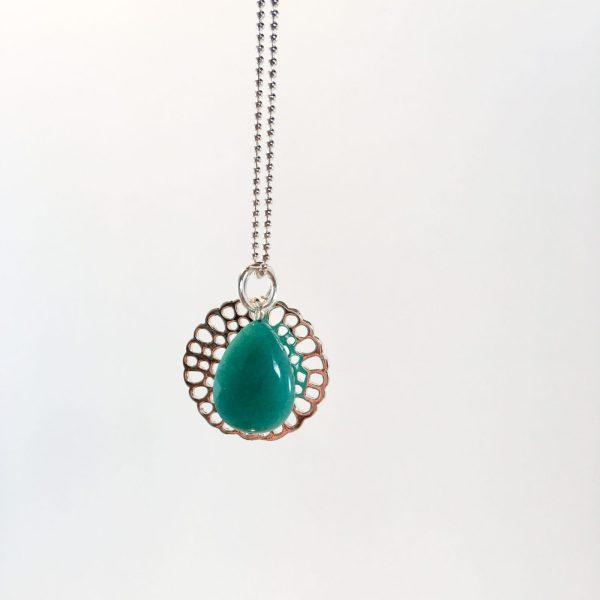 Lange ketting met edelsteen groene jade druppel bloem zilver