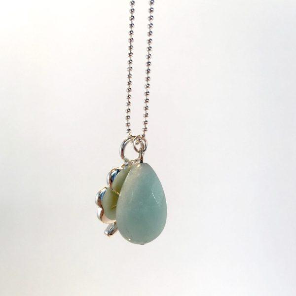 Lange ketting met edelsteen licht groene jade druppel klavertje vier zilver