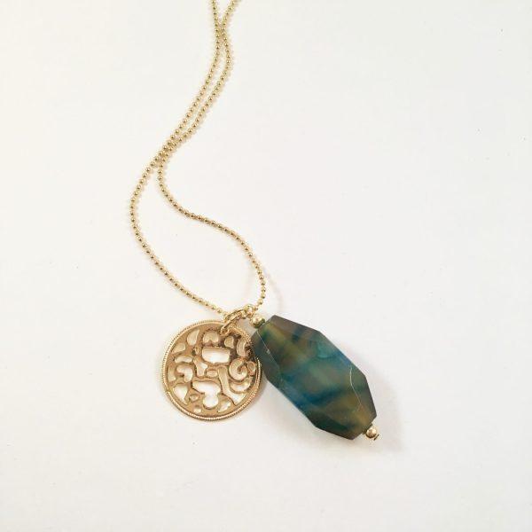 Lange ketting met groen blauwe natuursteen munt goudkleurig