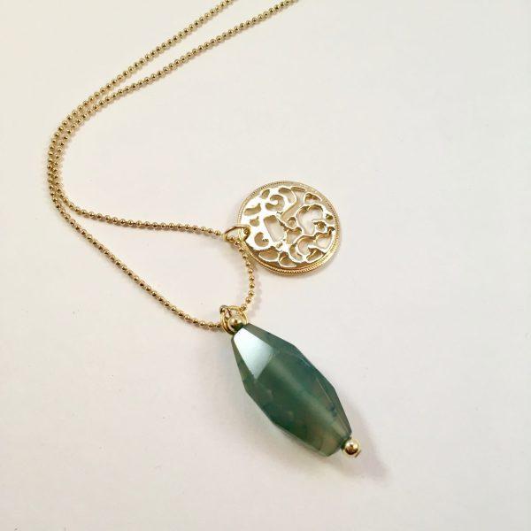 Lange ketting met groene natuursteen munt goud